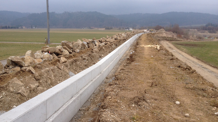 Neue Dichtmauer - Hochwasserentlastung